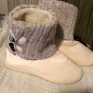 Shoes - Warm fuzzy slippers
